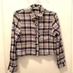 Cropped flannel shirt. Perfect for fall.